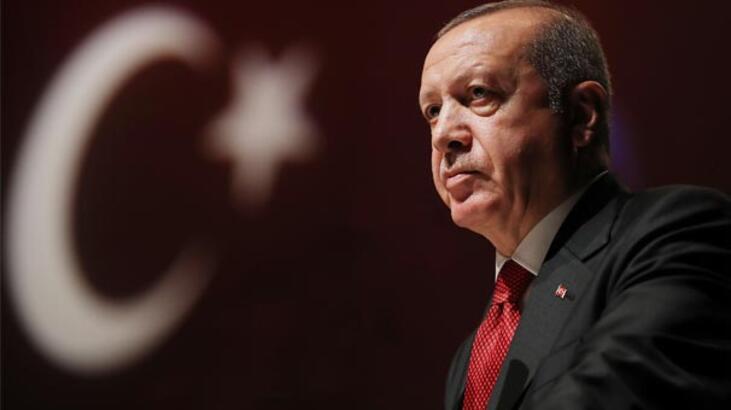 Cumhurbaşkanı Erdoğan'dan anlamlı paylaşım: Namluya alnını dayayan bir milletin önünde kim durabilir?