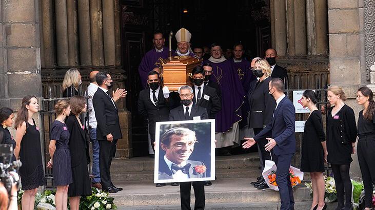Fransa ünlü aktöre ulusal törenle veda etti