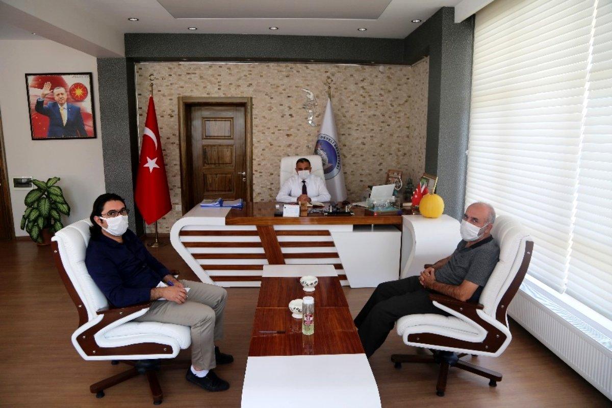 Kayseri Üniversitesi hocalarından Başkan Mehmet Cabbar'a teşekkür ziyareti